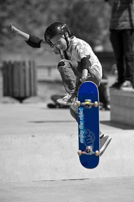 IMAGE: http://img197.imageshack.us/img197/438/skate2.jpg